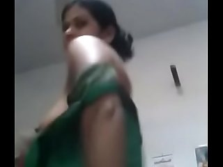 INDIAN  Mallu Aunty changing cloths & SHOWING BOOBS